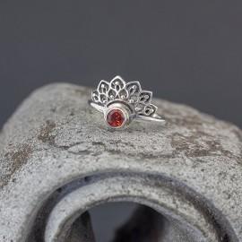 Srebrny pierścionek z granatem (rozm.13)