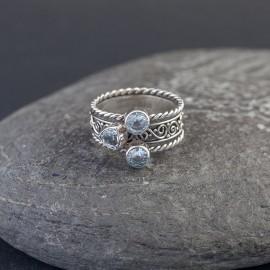 Srebrny pierścionek z błękitnym topazem (rozm.19)