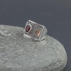 Srebrny pierścionek z granatem i złotem 18K (rozm.14)