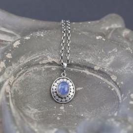 Srebrny wisiorek z kamieniem księżycowym