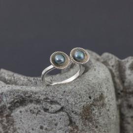 Srebrny pierścionek z perłami (rozm.16-17)