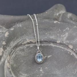 Srebrny naszyjnik z błękitnym topazem