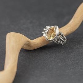 Srebrny pierścionek z cytrynem (rozm.17)