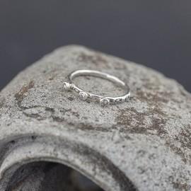 Srebrny pierścionek z cyrkoniami (rozm.12)