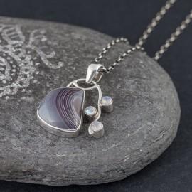 Srebrny wisiorek z agatem i kamieniami księżycowymi