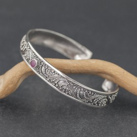 Srebrna bransoletka z rubinem