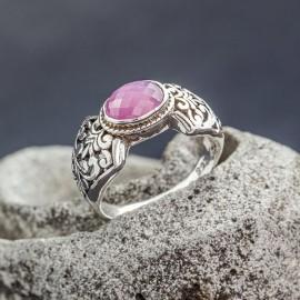 Srebrny pierścionek z pięknym rubinem
