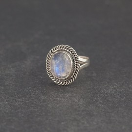 Srebrny pierścionek z kamieniem księżycowym (rozm.17)