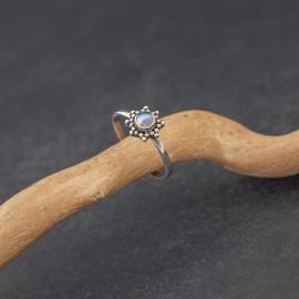 Srebrny pierścionek z kamieniem księżycowym (rozm.14)