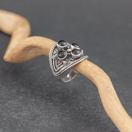 Srebrny pierścionek z kamieniami onyksu (rozm.14+)
