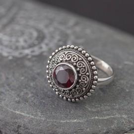 Srebrny pierścionek z granatem (regulowany)
