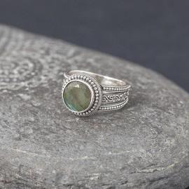 Srebrny pierścionek z labradorytem (rozm.18)