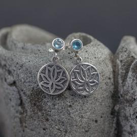 Srebrne kolczyki z kwiatem lotosu i błękitnym topazem