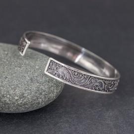 Srebrna bransoletka z kamieniem szafiru