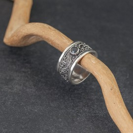 Srebrny pierścionek z kamieniem szafiru (rozm.18)