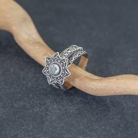 Srebrny pierścionek z błękitnym topazem (rozm.17)