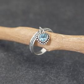 Srebrny pierścionek z błękitnym topazem (rozm. 12, 13)