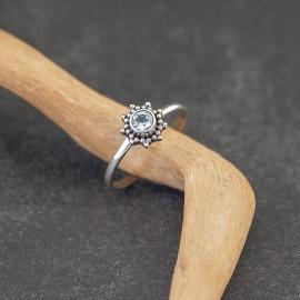 Srebrny pierścionek z błękitnym topazem (rozm. 12, 16,5)