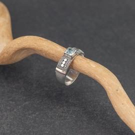Srebrny pierścionek z topazem i złotem 18K (rozm.17)