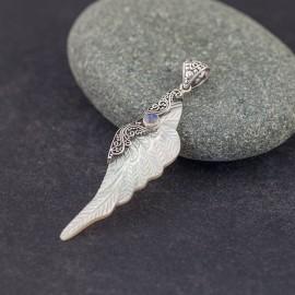 Wisiorek skrzydło z kamieniem księżycowym