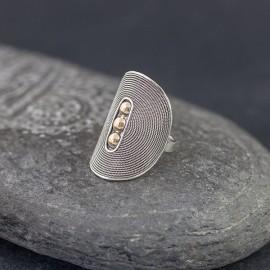 Srebrny pierścionek ze złotem 18K (rozm.17,5)