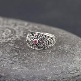 Srebrny pierścionek z granatem (rozm.20)