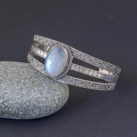 Srebrna bransoleta z kamieniem księżycowym