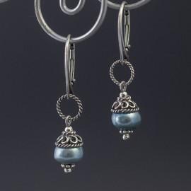 Srebrne kolczyki z błękitną perłą