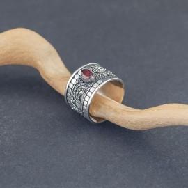 Srebrny pierścionek z granatem (rozm.19)
