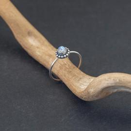 Srebrny pierścionek z kamieniem księżycowym (rozm.13)