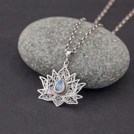 Srebrny kwiat lotosu z kamieniem księżycowym