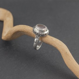 Srebrny pierścionek z kwarcem różowym (rozm.16)