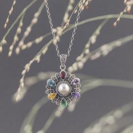Srebrny wisiorek z perłą i kamieniami naturalnymi