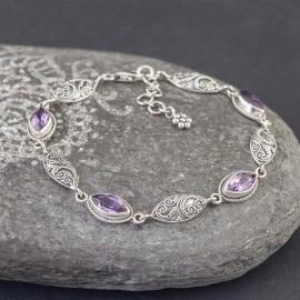 Srebrna bransoletka z kamieniami ametystu