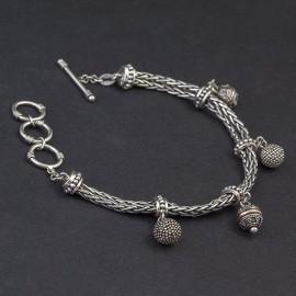 Srebrna bransoletka z przywieszkami bali