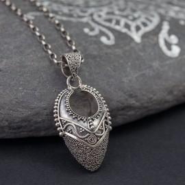 Srebrny wisior w orientalnym stylu