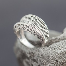 Srebrny pierścionek ręcznie zdobiony (rozm.15)