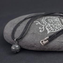 Naszyjnik z dzwoniącą kuleczką bali