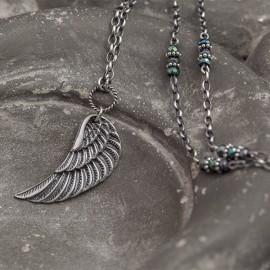 Naszyjnik ze srebrnym skrzydłem i hematytem