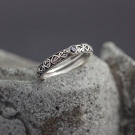 Srebrny pierścionek ze spinelem (rozm.19)