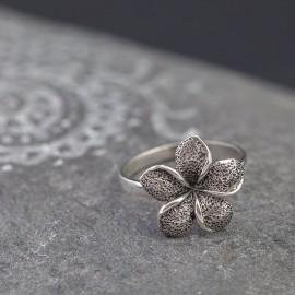 Srebrny pierścionek z kwiatem frangipani (rozm.10)