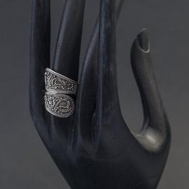 Srebrny pierścionek z balijskim zdobieniem (regulowany)