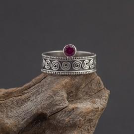 Srebrny pierścionek z rubinem (rozm.13)