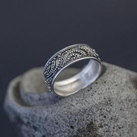 Srebrny pierścionek z balijskim zdobieniem (rozm.17)