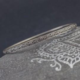 Srebrna bransoletka z balijskimi zdobieniami