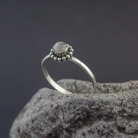 Srebrny pierścionek z kamieniem księżycowym (rozm. 16)