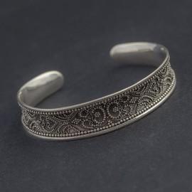 Srebrna bransoletka z orientalnym zdobieniem