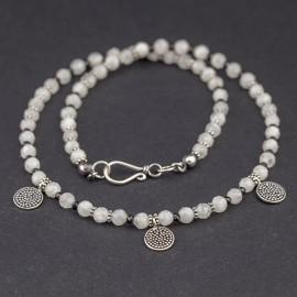 Srebrny naszyjnik z kamieni księżycowych i spineli