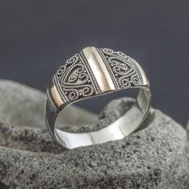 Pięknie zdobiony pierścionek z 18K złotem (rozm.20)
