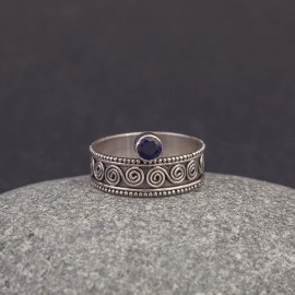 Srebrny pierścionek z szafirem (rozm.12)